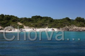 Pohled na pláž z lodi