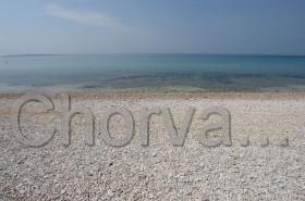 Pláž u kempu Straško