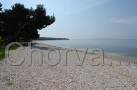 Stín na pláži