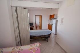 Druhá ložnice s posuvnými dveřmi