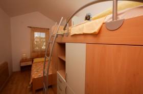 Detail patrové postele