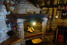 Interiér vkusné konoby s grillem