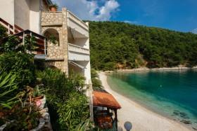 Pohled na dům a pláž
