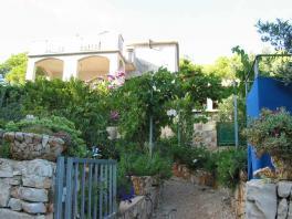 Vstupní brána od moře do zahrady a k domu