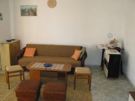 Obývací pokoj s rozkládací pohovkou v přízemí