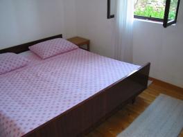 První ložnice s manželsou postelí v přízemním APP
