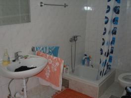 Koupelna s WC v tomto apartmánu