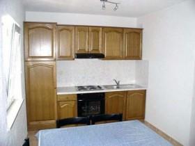 Kuchyňská linka v obývacím pokoji