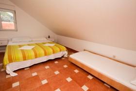 Druhá spálňa s tromi lôžkami