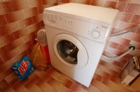 Pračka k dispozici