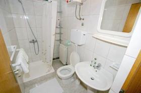 Druhá koupelna v APP 6+2 6