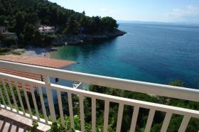Pohled na pláž z terasy