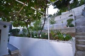 Terasovitá zahrada u domu