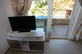LCD televize v apartmánu