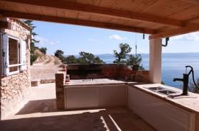 Pohled na venkovní kuchyň