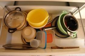 Dostatek různého nádobí