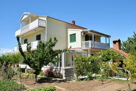 Pohled na dům s druhé strany