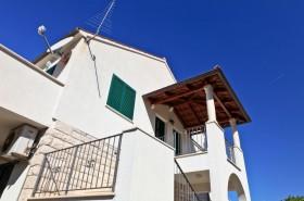 Společná stíněná vstupní terasa pro apartmány č.2 a č.3 na 2. patře