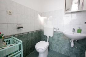 WC v přízemí domu