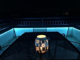 Noční atmosféra na terase