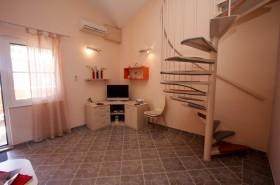 Prostorná obývací část s klimatizací