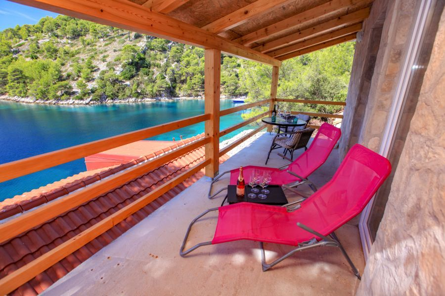 Secluded holiday home Jela