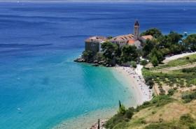 Pláž u kláštera
