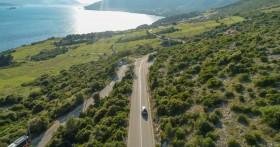 Pohled na příjezdovou cestu do Orebiće