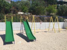 Skluzavky na dětském hřišti