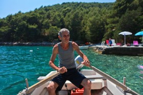 Majitel domu ve svém člunu