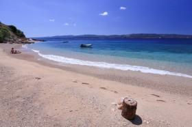 Pláž s jemnými oblázky