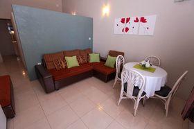 Obývací část s jídelním koutem
