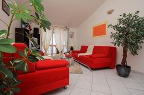 Obývací část s rozkládací pohovkou