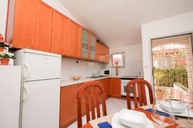 Vybavení kuchyňské linky a vstup do apartmánu