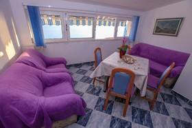 Detail posezení v obývacím pokoji