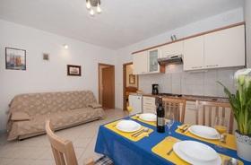 Obývací pokoj s kuchyňským koutem