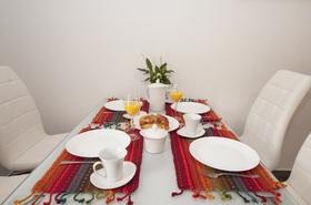 Detail jídelního stolu