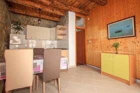 Obývací prostor s kuchyňským koutem
