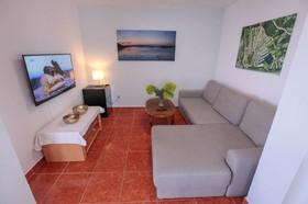 Obývací pokoj s vinným barem