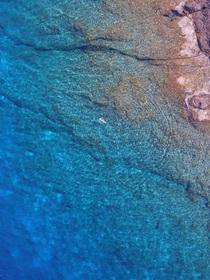 Moře u mysu, pohled z dronu