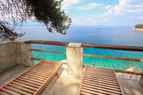 Možnost opalování na terase s výhledem na moře